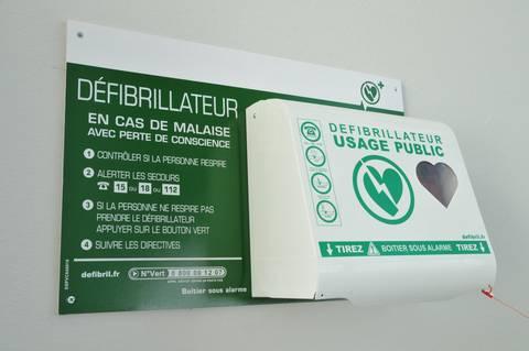 défibrillateur-usage-public